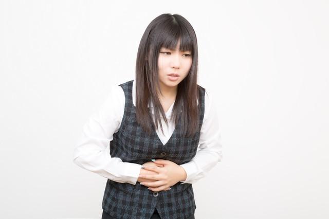 妊娠5週目に腹痛、吐き気や生理痛に似た痛みが襲ってきた。